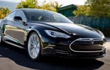 Водитель электромобиля Tesla на автопилоте врезался в трейлер грузовика – начата проверка 25 тысяч машин этой марки