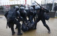"""""""Уходите, сегодня будет больно"""", – силовики в Минске участникам акции протеста"""