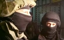 Под домом Антоненко, арестованного по делу Шеремета, начались стычки, полиция сдерживает толпу