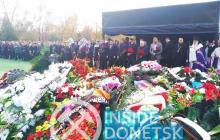 Террористы из всех округов оккупированного Крыма, Донецка, Луганска и России приехали к могиле Захарченко - кадры