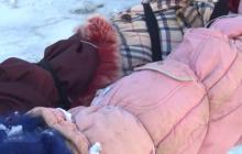 """""""Мы самые сильные! Мы самые богатые!  КрымНАШ"""", - в Приамурском жители греют теплотрассу одеждой"""