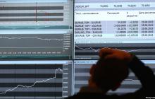 Рубль на Московской бирже снова теряет позиции: российская валюта пробила критическую отметку