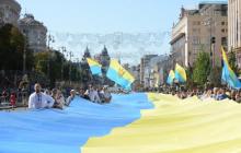 """""""Два цвета – множество искренних эмоций"""", - политики и активисты рассказали, как отмечают День Государственного флага"""