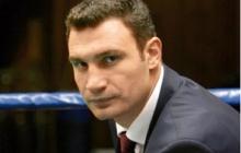 Мэр Кличко жалуется на журналистов с камерами, которые подкараулили его в парадном