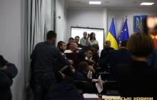 В Луцке депутаты устроили массовую драку в зале заседания горсовета – кадры