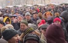 Украинцы выстаивали в гигантских очередях, чтобы посмотреть на Томос, - фото и видео