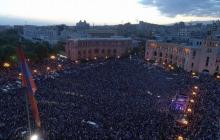 Сотни тысяч людей заполонили центр Еревана: Пашинян обратился к нации после неудавшегося назначения. Прямая видеотрансляция