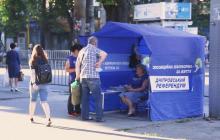 """Видео, как в Днепре разгромили палатку """"ОПЗЖ"""": """"Референдум тебе надо, да?"""""""