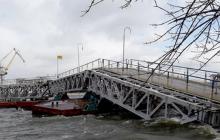 В Николаеве ураган обрушил пешеходный мост с людьми, подробности с места событий