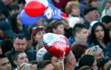"""Жители Крыма: """"Россия разрывает Крым на куски, смотреть на это невыносимо"""""""