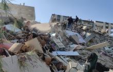 В Турции в городе Измир произошло мощное землетрясение: разрушены дома, спасатели ищут погибших