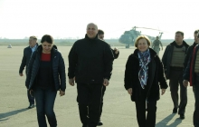 Командующий ООС Наев показал прифронтовую зону представителю НАТО Расе Юкнявичене – кадры