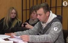 """""""Захват"""" военчасти в Одессе: в суде обвиняют 22-летнего солдата, который якобы не смог защитить территорию аэродрома от 40 """"титушек"""", - подозреваемого посадили под домашний арест"""
