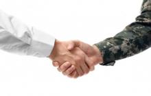 """Военный Армении в Карабахе пожал руку офицеру Азербайджана: """"Это ваша земля, сделаем так, как вы скажете"""""""
