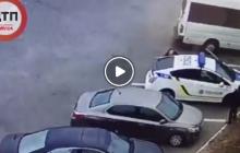Первые кадры стрельбы с места убийства полицейского в Днепре: уголовник из Тореза расстрелял патрульного прямо в машине