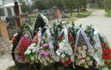 СМИ: на могиле Януковича-младшего появилась табличка. ФОТО