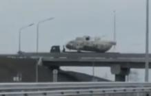 По Крымскому мосту везут боевые вертолеты: что происходит в оккупированном Крыму