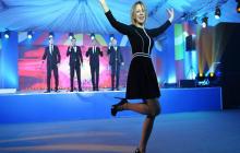 """Мария Захарова вновь пустилась в пляс под музыку: """"Ударно работаем и отдыхаем!"""""""