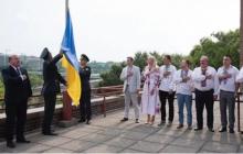 В США торжественно подняли флаг Украины в честь праздника: захватывающие кадры