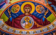 Покров Пресвятой Богородицы 14 октября: значение красных хризантем на праздник