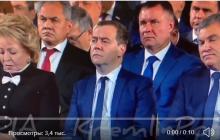 """""""Больно смотреть на него"""", - эмоции Медведева за 2 часа до отставки попали на видео"""