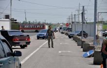 Сотни авто застряли на блокпостах Донбасса: в Сети жалуются на огромные очереди на КПВВ - кадры