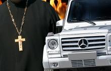 """Пьяный ужгородский батюшка на BMW X5 наложил на полицию """"проклятие"""", а также """"анафему"""": в Сети появились кадры задержания святейшего"""