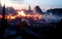 В селе на Прикарпатье огонь стер с лица земли старинную церковь Киевского патриархата - кадры пепелища