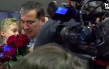 """Саакашвили прилетел в Украину и """"парализовал"""" аэропорт Борисполь - первые подробности и кадры"""
