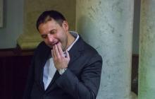 Добкин-младший опять прославился: в кадр журналистов попало странное поведение народного депутата