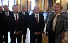 "Путина и Медведева подловили в странных позах - фото ""взорвало"" Интернет"