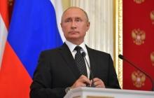 """""""Здесь был Вова"""", - соцсети смеются над видео с диктаторским жестом Путина"""