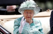 Елизавета II сбежала из Букингемского дворца - первые подробности