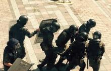 Геращенко: В военных у ВР бросили гранату - более 50 человек ранены, 4 бойцов на грани жизни и смерти