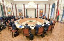 """СМИ: Украина подписала """"формулу Штайнмайера"""" на заседании ТКГ в Минске"""