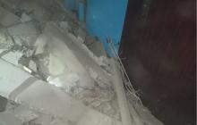 Под Киевом ЧС: крыша дома обвалилась в подъезд, заблокированы проходы к квартирам