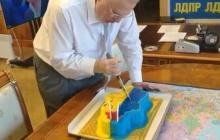Жириновский и семья Скабеевых, помните, вы подавитесь этим тортом, он у вас в глотке застрянет