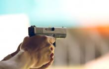 """В Каменском мужчина стрелял по кричащим детям, чтобы """"напугать"""""""