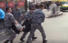 """Мать в отчаянии бросалась на казахстанских силовиков и кричала """"Отпустите мою дочь!"""" - видео"""