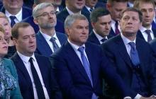 Фото засыпающего Медведева взорвало соцсети: во время выступления Путина в Москве произошел скандальный казус