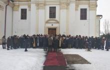Священник бежал под гимн Украины: в Борогодчанах приход со скандалом перешел в ПЦУ – видео