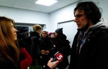 Что произошло с задержанными в Киеве активистами, спросившими блогершу из России про Крым