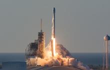 Вслед за Crew Dragon Маск отправил в космос еще одну ракету: исторические кадры пуска