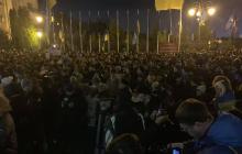 Под ОП в Киеве горячо: силовики заблокировали машины с палатками, митингующие выдвинули ультиматум