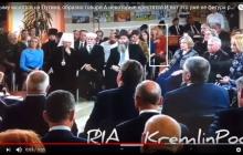 """""""Молятся на Путина"""", - на встрече в Крыму женщина вдруг бросилась креститься - видео возмутило Сеть"""