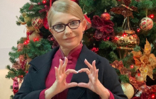 """Жест Тимошенко на новогоднем фото удивил украинцев: """"Показывает, что нас ждет в 2020 году"""""""