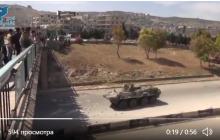 Российских военных в Сирии забросали камнями: булыжники на военных РФ сбросили с моста, видео