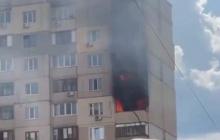 В Киеве рядом с домом, где взорвался газ, бушует пожар: пламя охватило несколько этажей