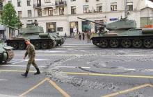 Парад Победы в РФ: легендарные танки, сделанные в Украине, разворотили дороги Москвы