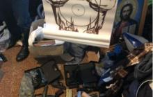 Иконы, гранаты и автоматы: полиция задержала священника, торговавшего боевым оружием